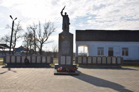Монумент в селе Экономическое