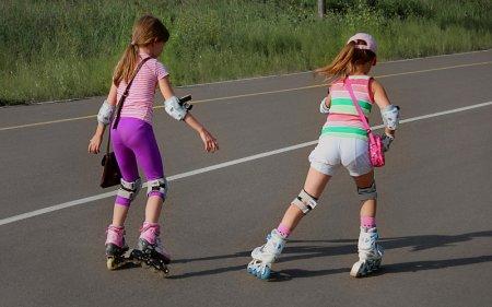 Девочки на роликах в Анапе