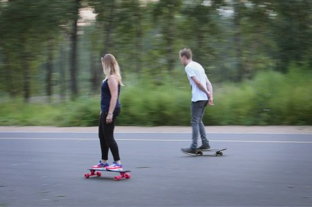Скейбордисты в парке