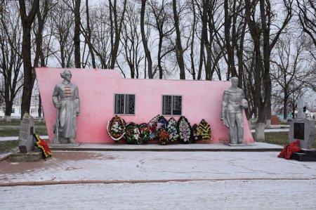 Монумент в станице Варениковской