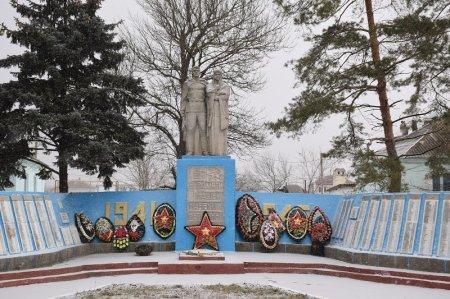 Памятник в Новоукраинском