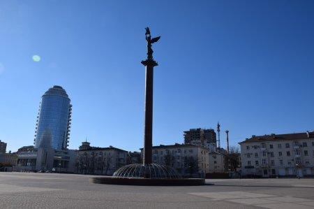 Стела на набережной Новороссийска