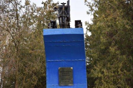 Памятник Механизаторам