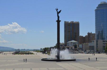 Фонтан на набережной в Новороссийске