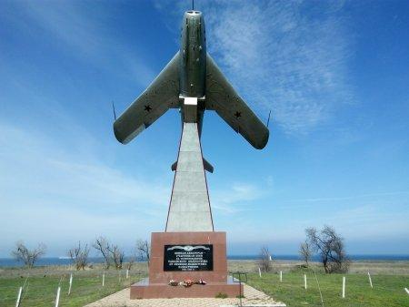 Памятник летчикам в Тамани