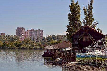 Летний ресторан на реке Кубань