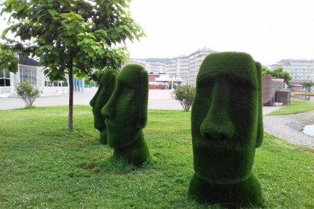Декоративные статуи в Сочи-Парк