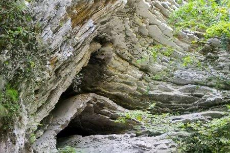 Слоистая скала в Туапсинсом районе