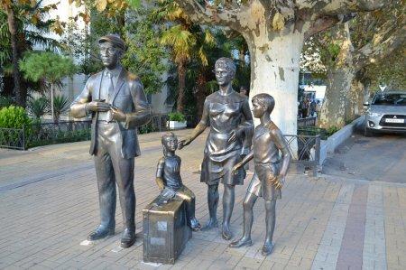 Памятник Горбунковым из фильма