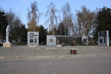 Мемориальный комплекс в Старотитаровской