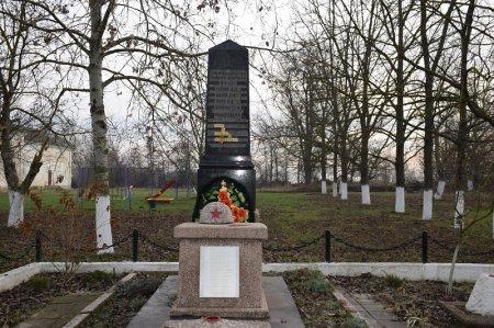 Памятник солдатам в Новотроицком