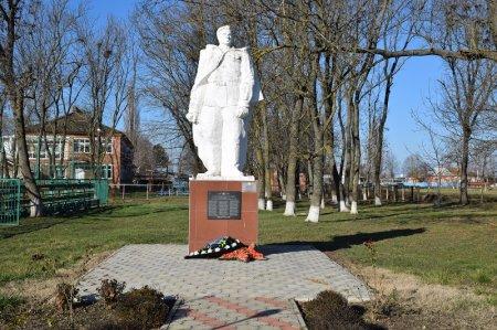 Братская могила советских войнов в Первомайском