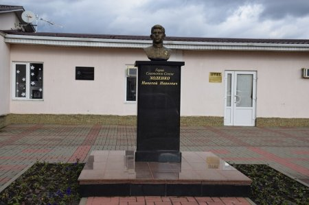 Бюст героя советского союза Ходенко Н.И.