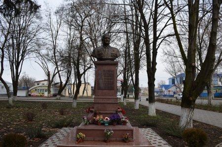 Бюст героя России Хабибуллина Р.М.