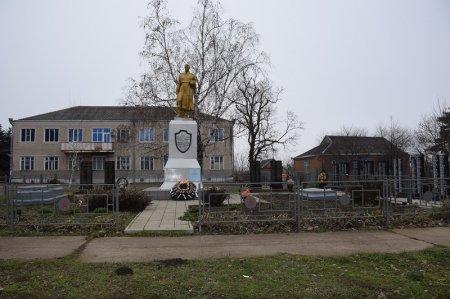 Монумент героям в Дядьковской