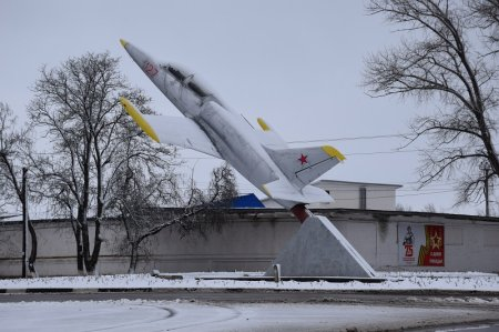 Монумент Самолет в Тихорецке