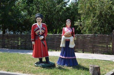 Казачьи фигурки в Натухаевской