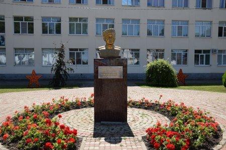 Бюст герою советского союза Соболеву С.Г.