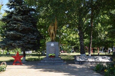 Обелиск в Львовском