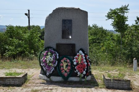 Памятный камень о замученных земляках